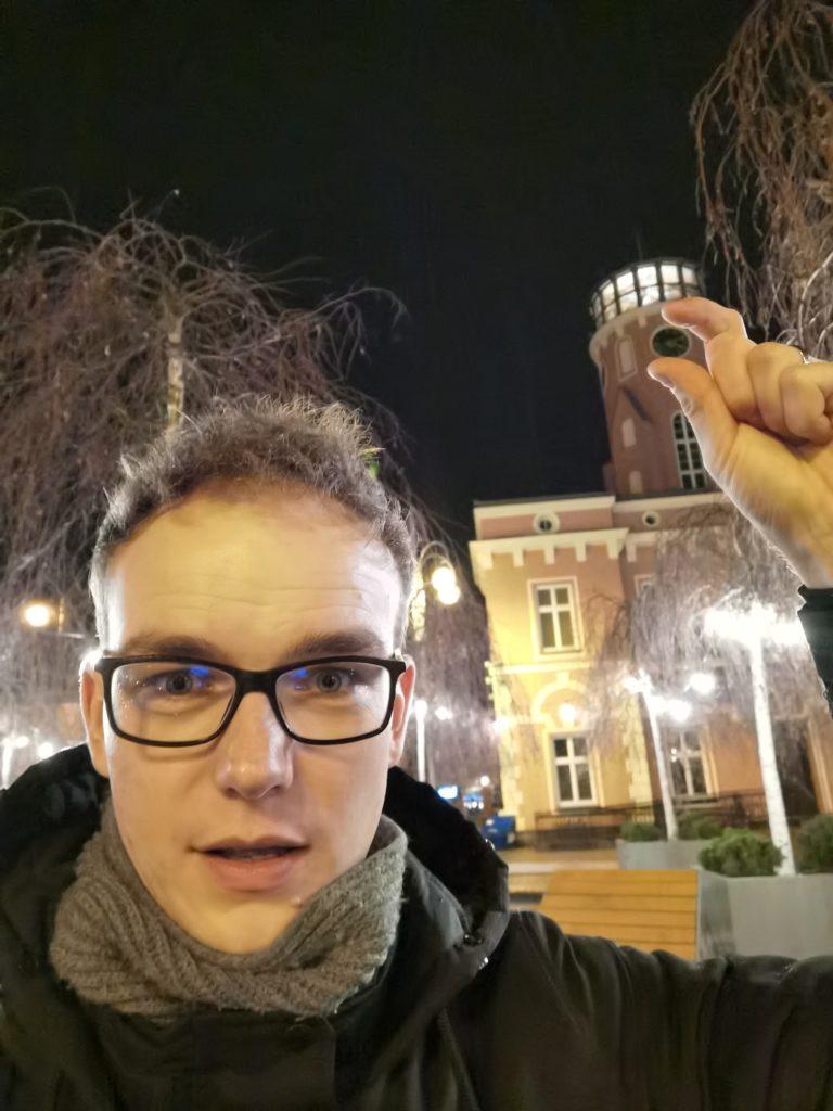 Huawei Mate 30 Pro selfie nocą
