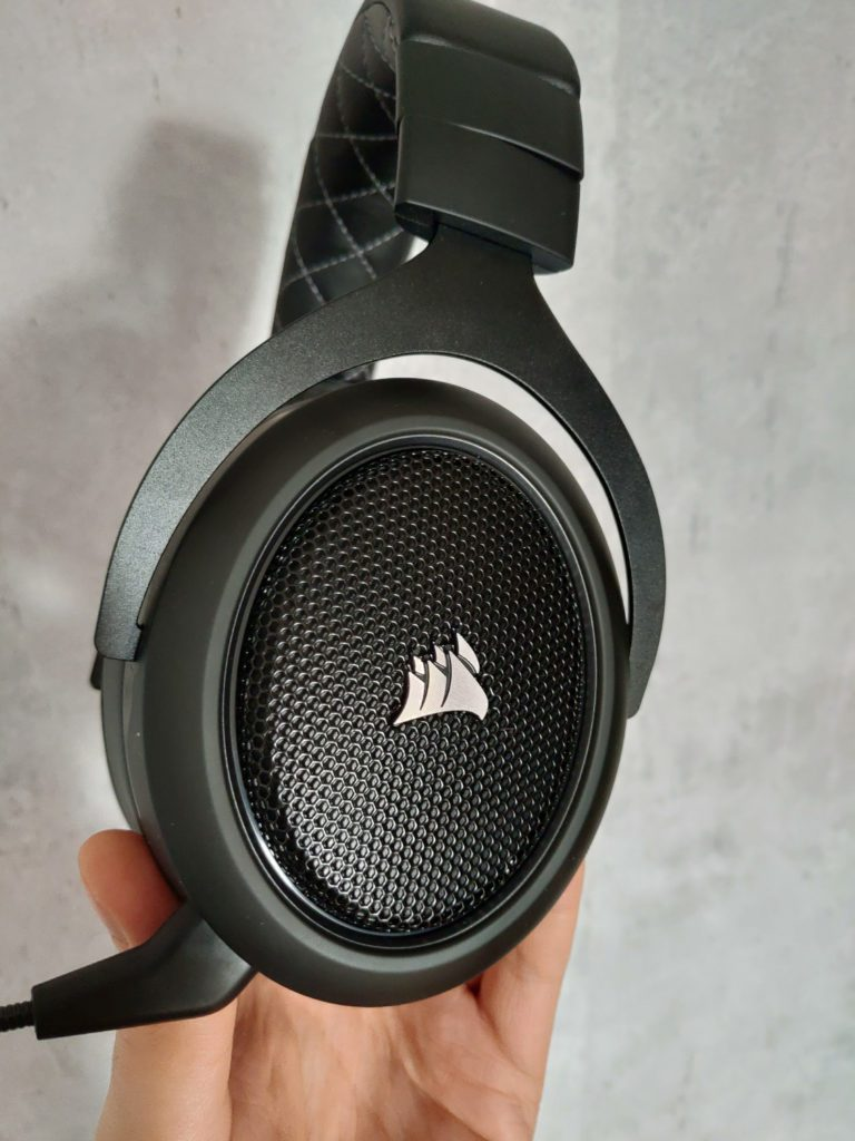 Corsair HS70 Pro Wireless kratka na nausznicach