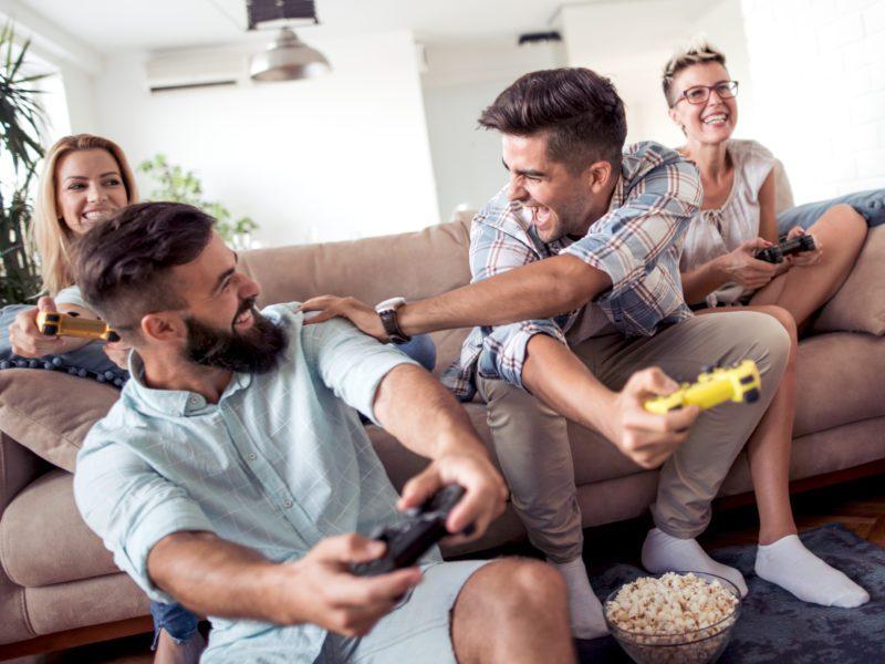 #zostańwdomu i pograj z bliskimi w gry towarzyskie na konsolach