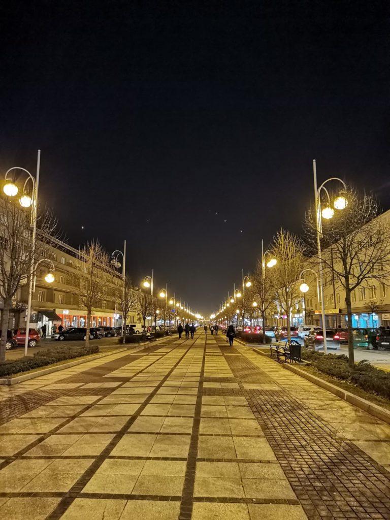 P40 Lite zdjęcie nocne Aleje NMP