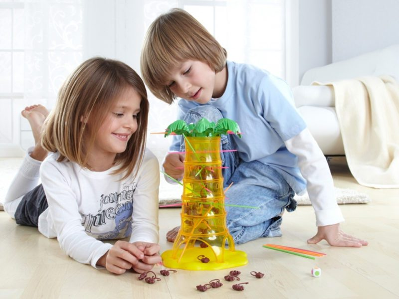 Przedszkolak w domu – jak go zająć? Propozycje gier dla dziecka w wieku od 3 do 5 lat