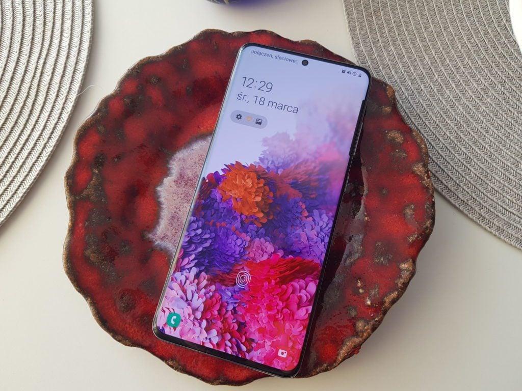 samsung galaxy s20+ ekran amoled