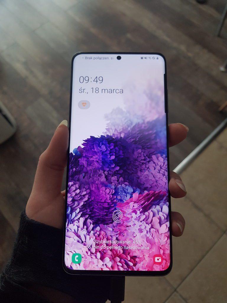 samsung galaxy s20+ ekran