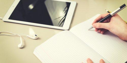 Urządzenia i akcesoria dla ucznia. Co ułatwi naukę w domu?