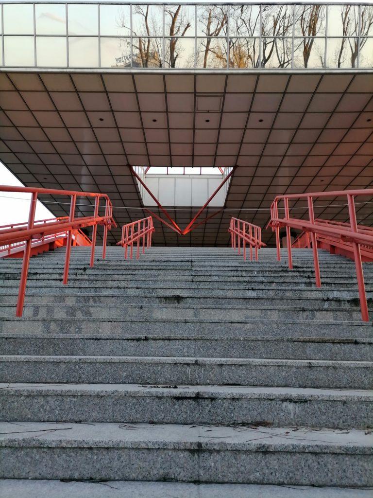 Huawei P40 Lite E zdjęcie schodów