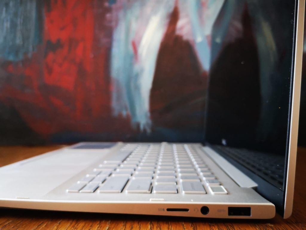 Dell Inspiron 7391 złącza po prawej stronie