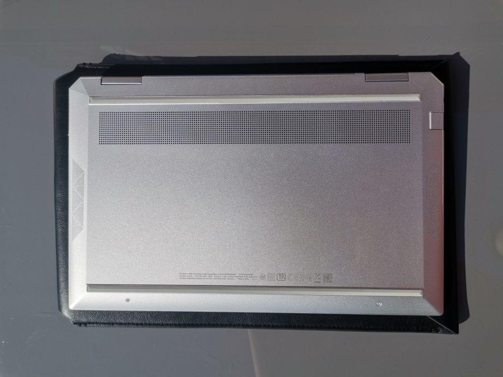 HP spectre x360 spod laptopa