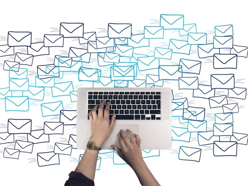 Jak – poprawnie – napisać e-mail? Przypominamy kilka zasad
