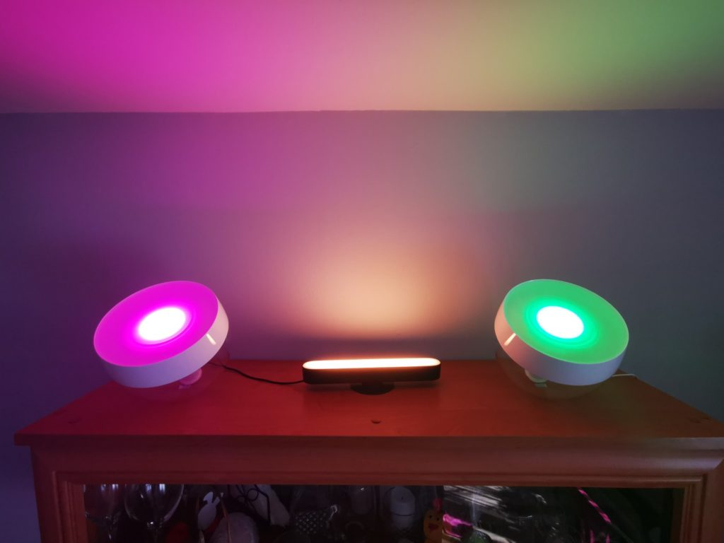 świecące lampy Philips Hue Iris i Play