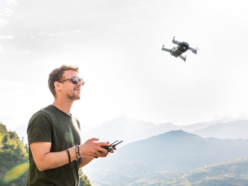 D. Edalkowicz i syn, czyli z dronem na słońce