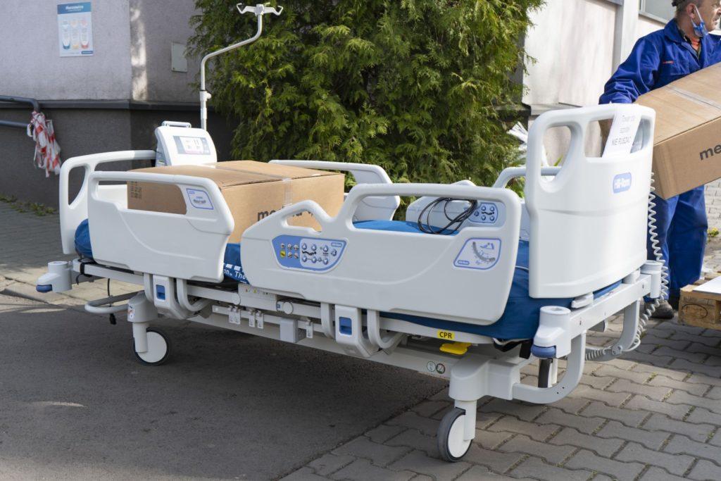 Łóżko z defibrylatorem od x-komu