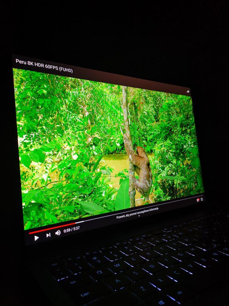 kolory na ekranie MateBook X Pro 2020