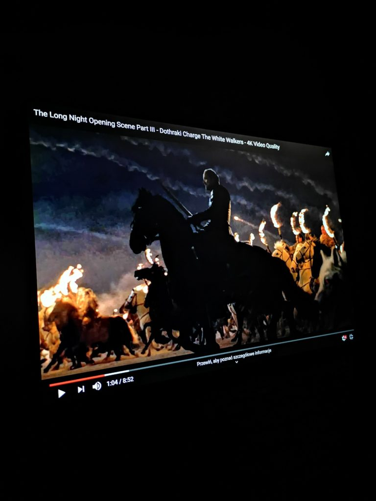 MateBook X Pro 2020 obraz w nocy