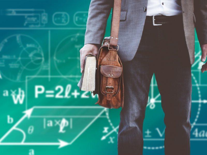 Kwalifikacje zawodowe nauczyciela – w jaki sposób je zdobywać i podnosić on-line?