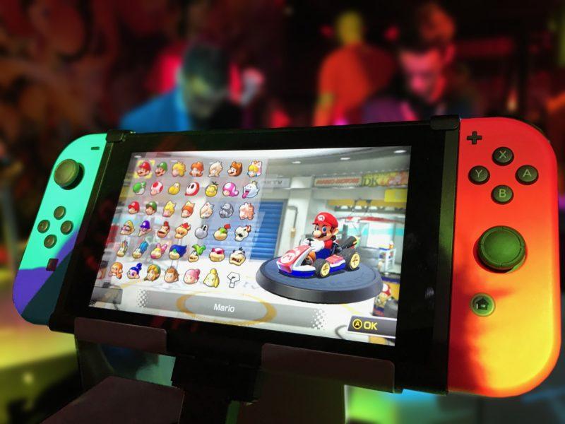 Kiedy większa część społeczeństwa stoi w kolejce po artykuły pierwszej potrzeby, cała reszta wykupuje Nintendo Switch