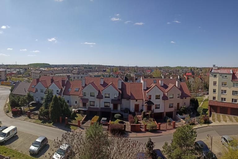 Realme 6 zdjęcie panoramiczne domy