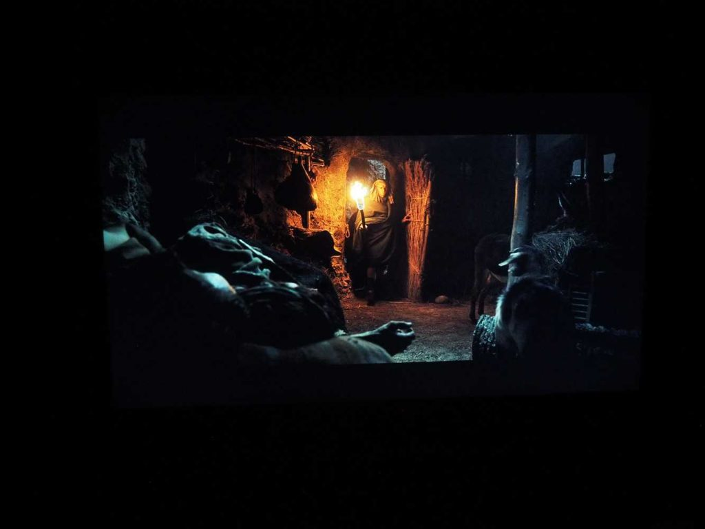 scena z filmu Exodus na keranie xiaomi mi led tv 4s 43