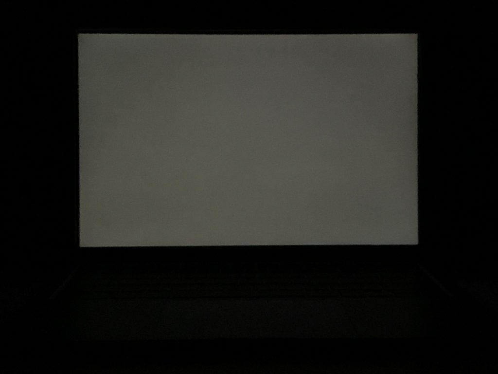 podświetlenie ekranu macbook air 2020