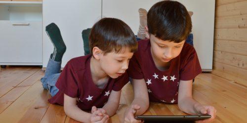 Dzieci i ich świat na przestrzeni lat. Co zmieniła technologia?