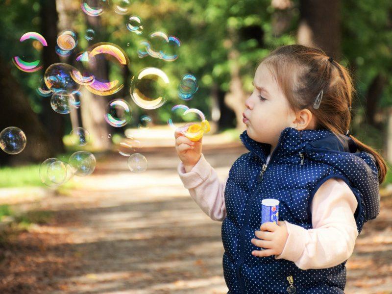 Zabawki i gry do aktywnego spędzania czasu na świeżym powietrzu