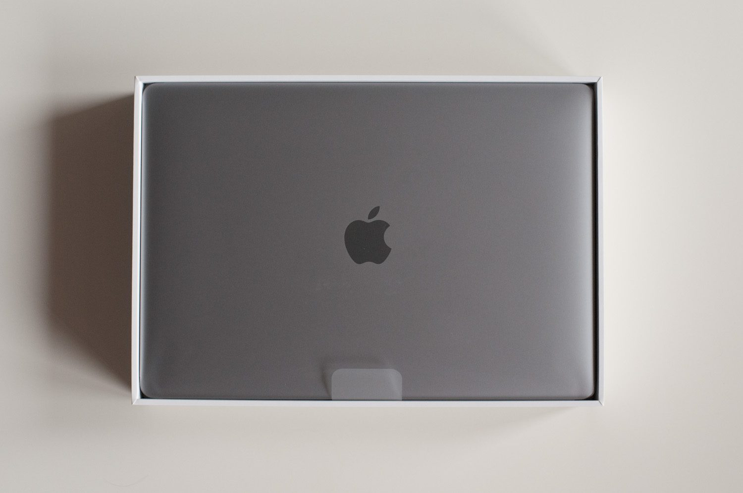 macbook w pudełku