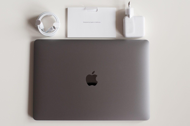 ładowarka, instrukcje i macbook air