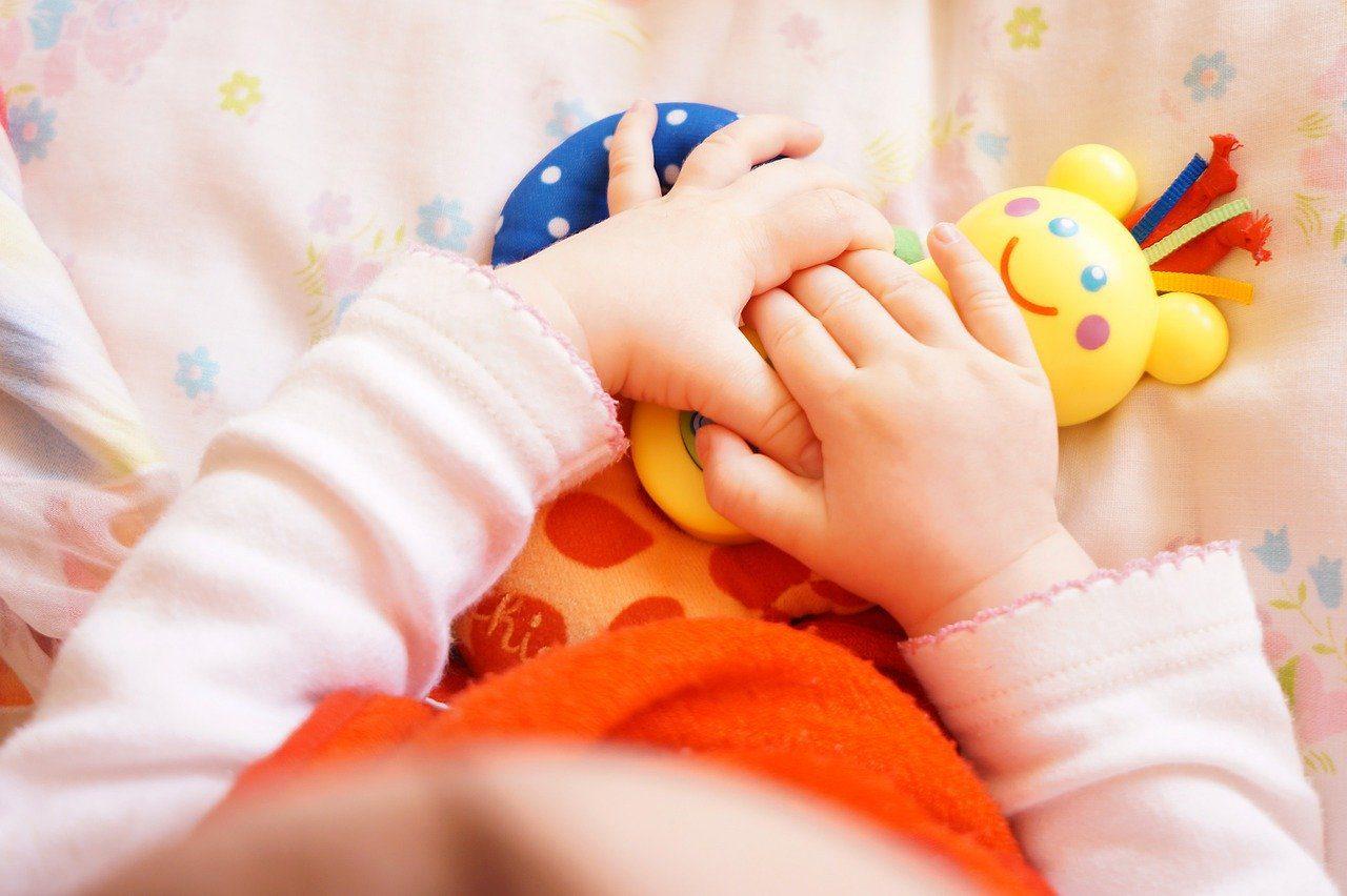 Zabawki dla najmłodszych. Podpowiadamy, jakie wybrać i czym się kierować przy ich wyborze