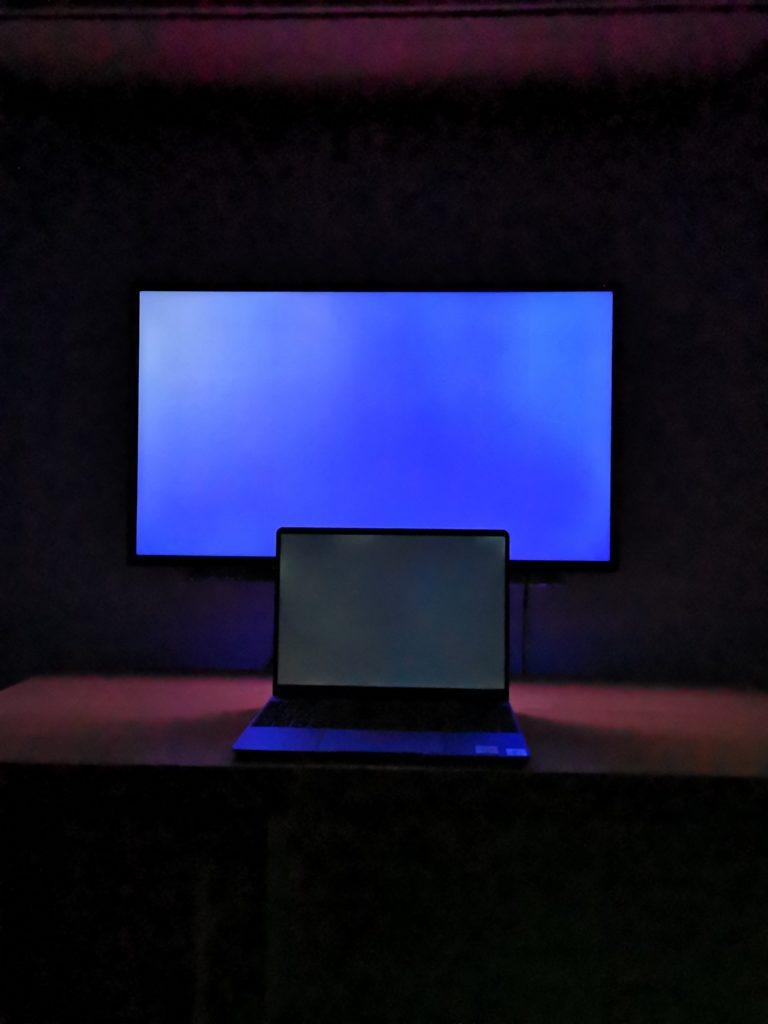 Huawei MateBook 13 podświetlenie ekranu w ciemności