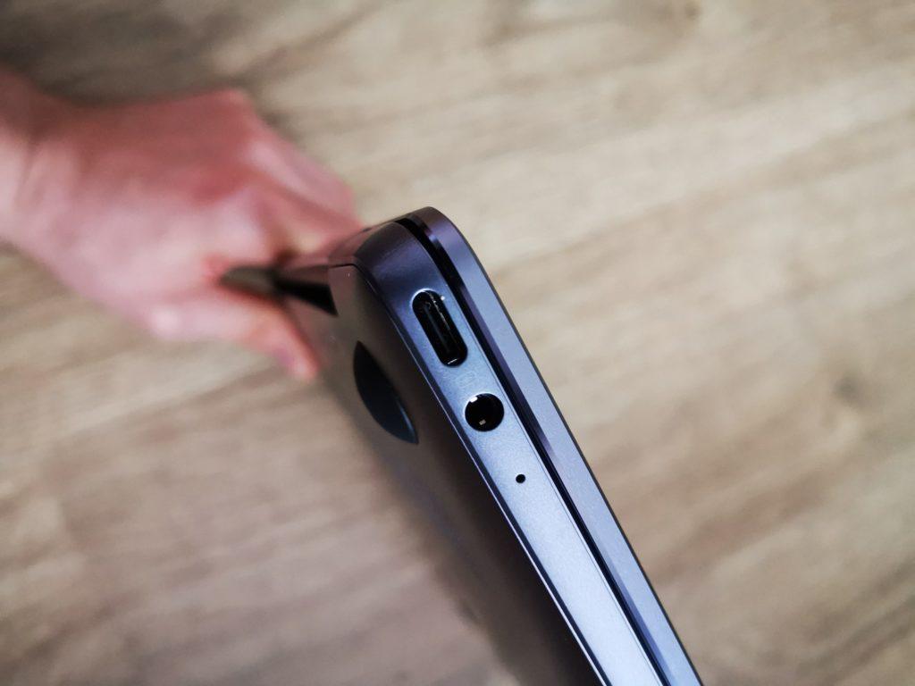 Huawei MateBook 13 porty UCB-C do ładowania oraz audio mini jack 3,5 mm