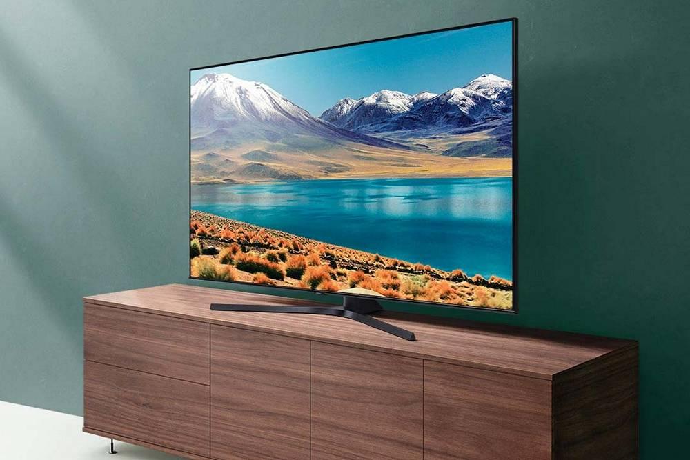 telewizor samsung 65tu8502 na półce