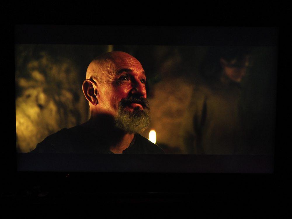 kadr z filmu Exodus na ekranie Samsunga QE65Q74TA