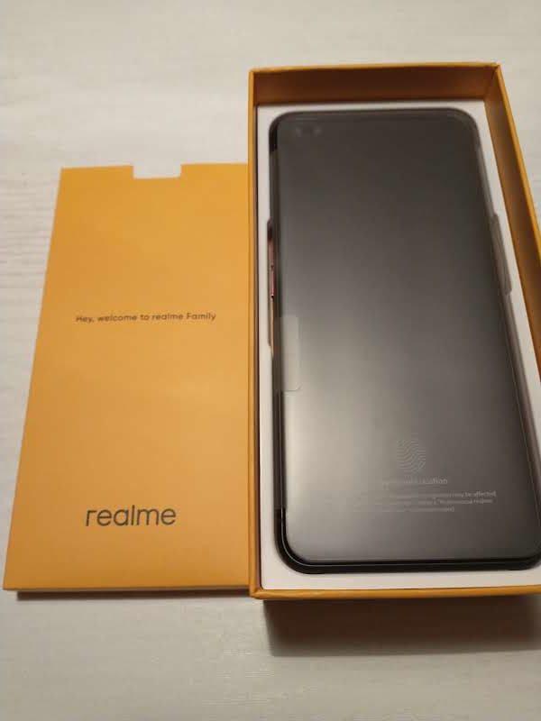 x50 pro smartfon oraz dokumenty w pudełku