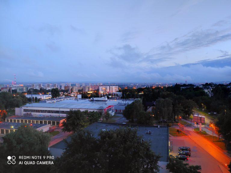 zdjęcie nocne z Redmi Note 9 Pro