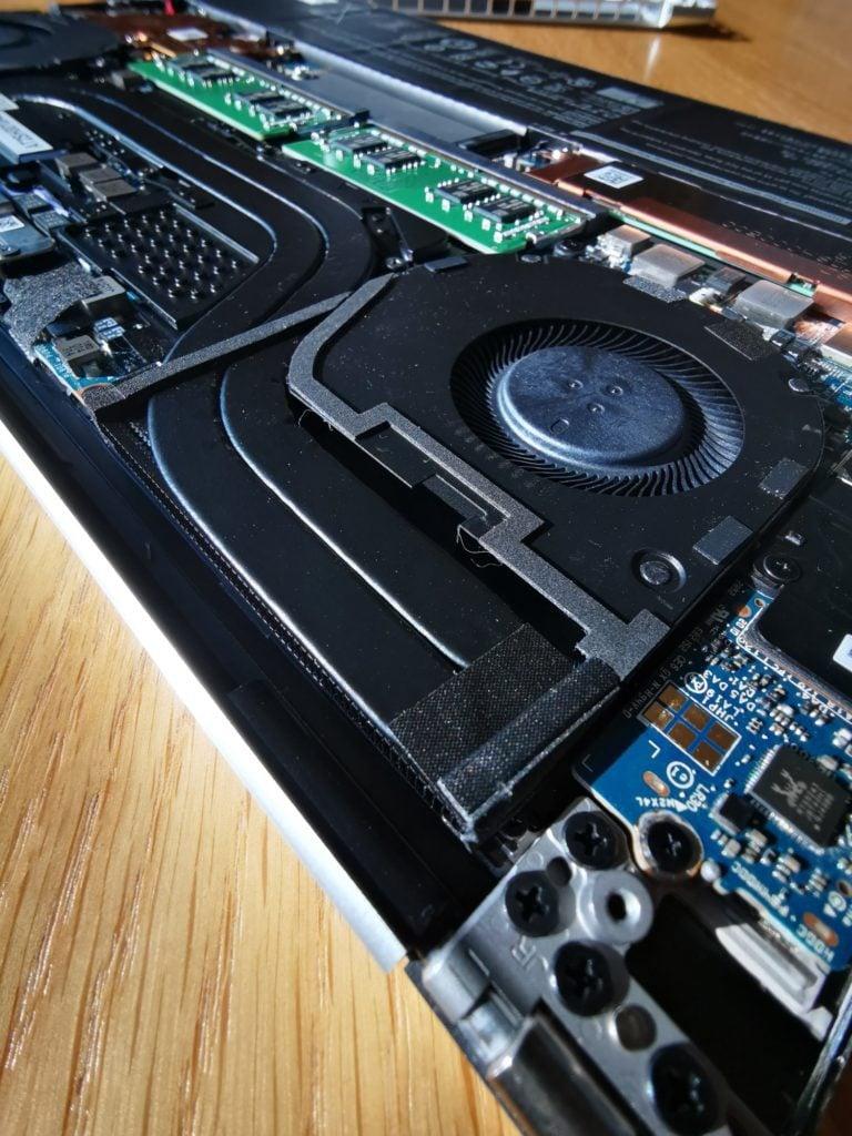 Dell XPS 15 9500 wnętrze