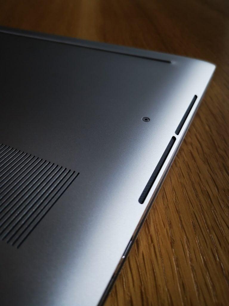 Dell XPS 15 9500 głośniki stereo