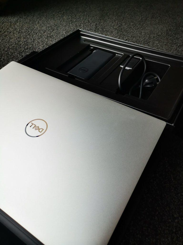 Dell XPS 15 9500 zawartość pudełka Dell XPS 15 9500
