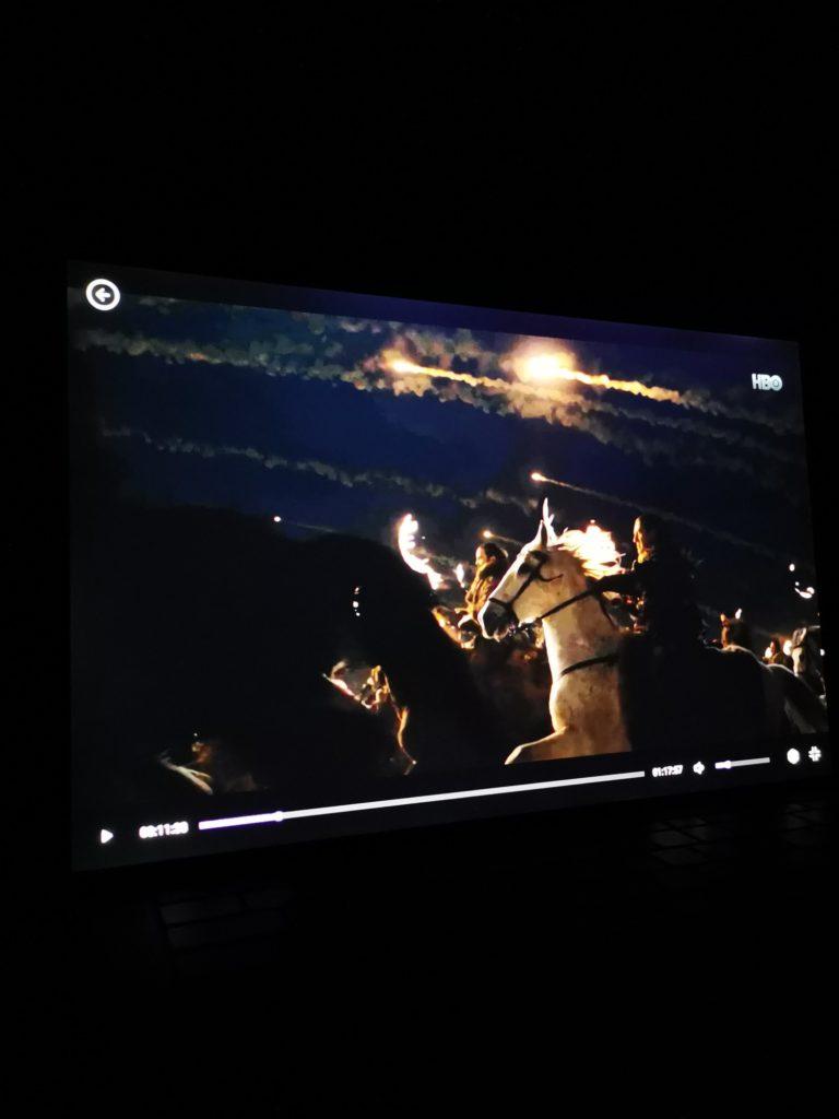 Dell XPS 15 9500 obraz w ciemnych scenach
