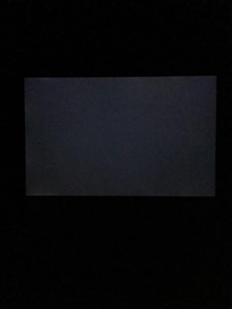 Dell XPS 15 9500 ekran w ciemności podświetlenie
