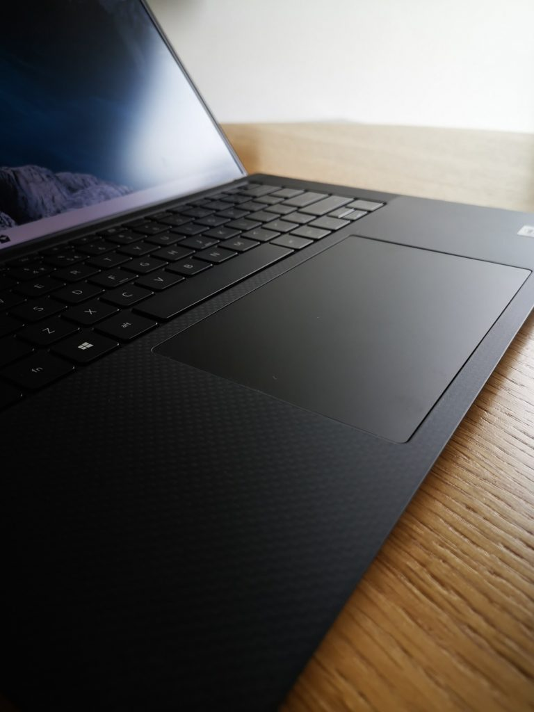 Dell XPS 15 9500 duży touchpad