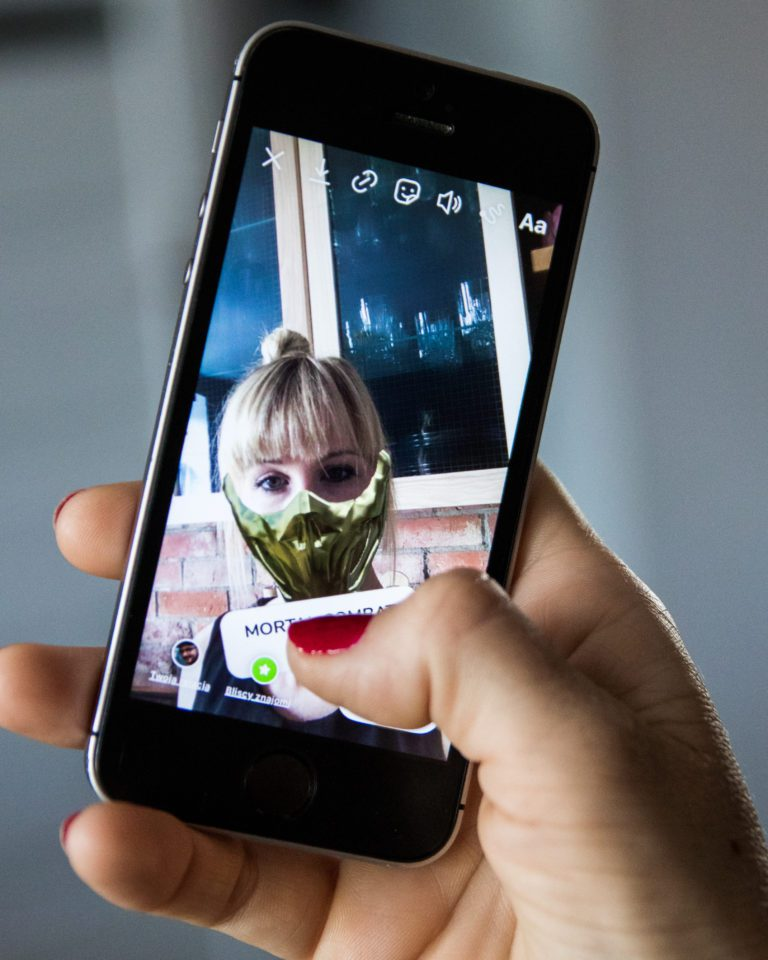 efekt ar x-kom instagram mortal kombat