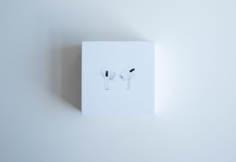 pudełko z słuchawkami apple