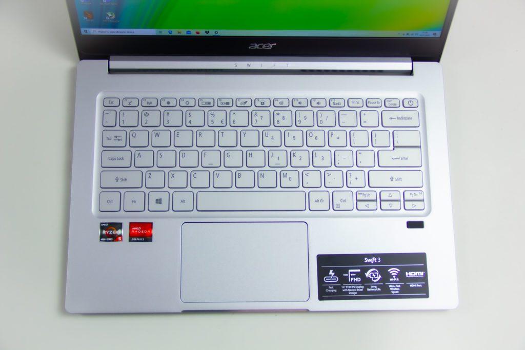 rzut z góry, klawiatura, touchpad