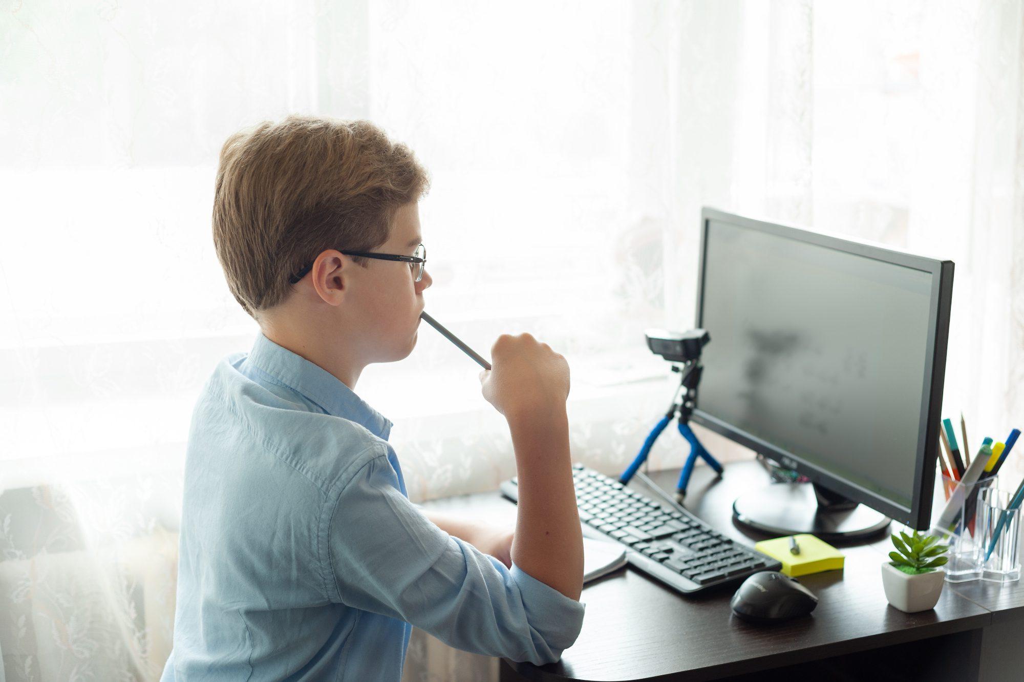 Monitor dla ucznia – co wybrać, na co zwrócić uwagę?