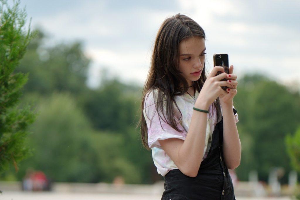 telefon komórkowy dla ucznia