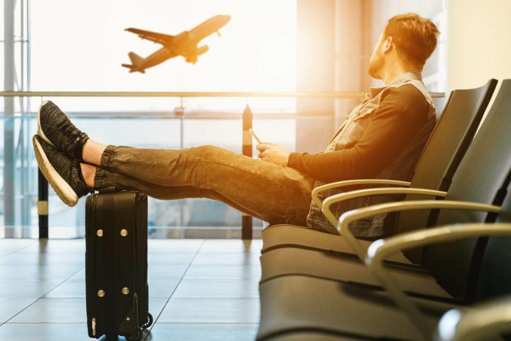 turysta na lotnisku