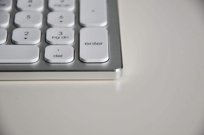 aluminiowe krawędzie klawiatury