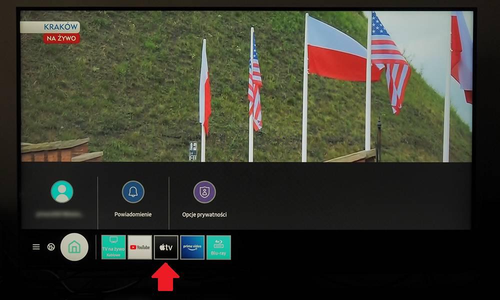 aplikacja apple tv, kadr przedstawiający polskie flagi