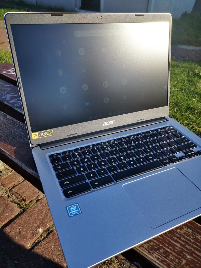 Acer Chromebook 314 ekran w słońcu