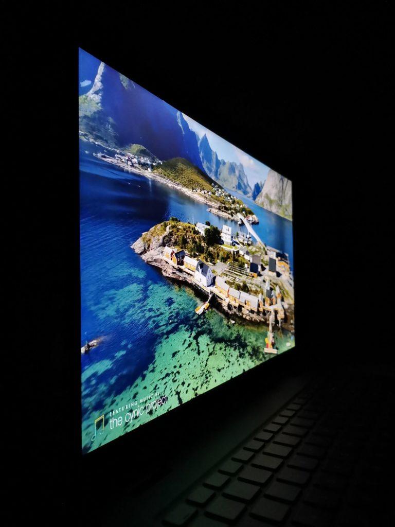 Dell Latitude 3510 obraz widziany z boku
