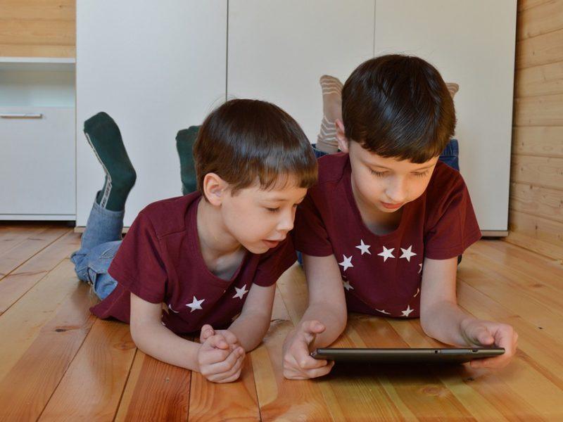Jaką aplikację dla dziecka wybrać? Polecane gry na smartfon dla najmłodszych